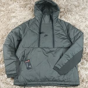 Nikes Insulated Tech Pack Pullover Jacket